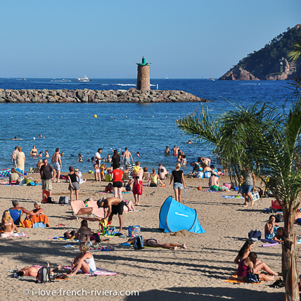 A nice clean and well sheltered beach is right outside the apartment, next to the castle.
